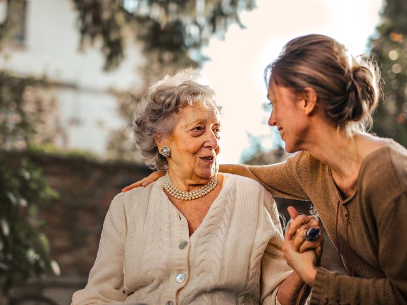 Adultos mayores con demencia